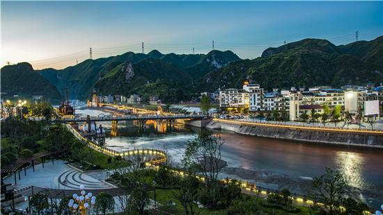 > 独家报道   贵州省黔东南州施秉县是世界自然遗产地,国家级风景名胜