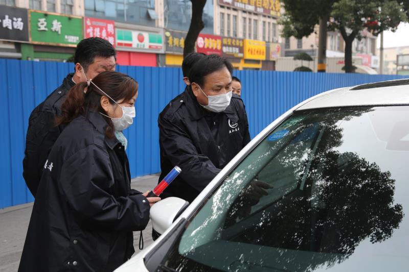 """江苏无锡:防疫战线里的""""老板义工"""""""