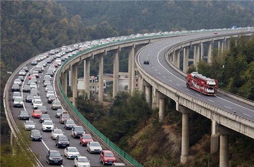 京港澳高速堵车10公里