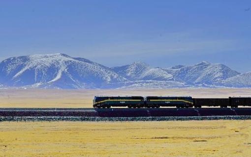 """青藏铁路:""""高原净土""""上的绿色穿行"""