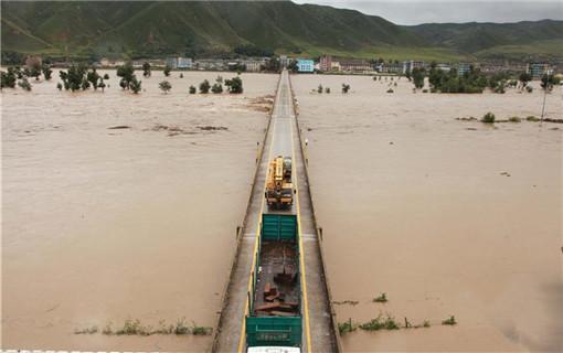 """台风""""狮子山""""来袭 图们江遭遇洪水"""