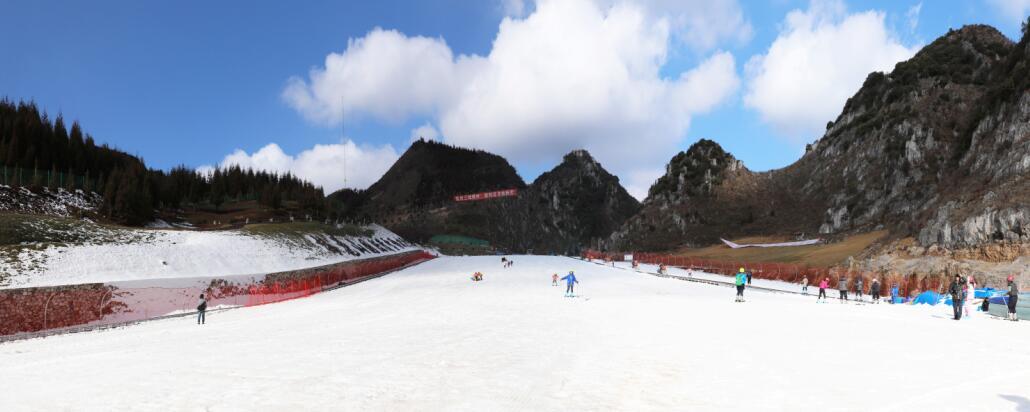 贵州六盘水:举办全国性滑雪比赛打好&quot高山滑雪度假&quot牌